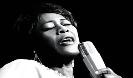 Les phénomènes onomatopéiques du jazz vocal