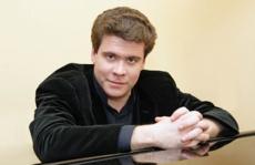 Un expatrié reçoit les honneurs soviétiques au Théâtre des Champs-Elysées