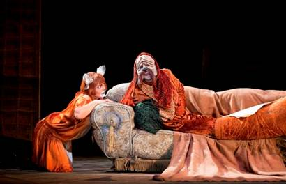 Charles Mackerras dirige La Petite Renarde rusée au Royal Opera.